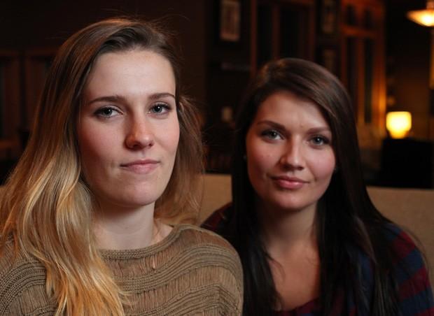 Irmãs Madelyne Meylor, de 20 anos, e Olivia Meylor, de 19, alegam que vacina contra HPV fez com que seus ovários parassem de funcionar. (Foto: AP Photo/Wisconsin State Journal, Amber Arnold)