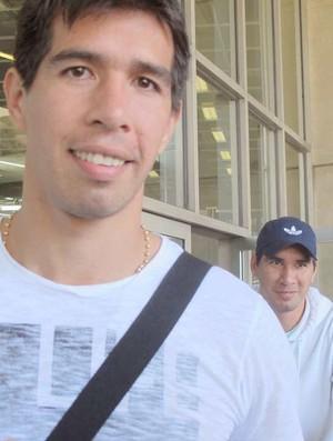 Cáceres chega ao Rio para assinar com Flamengo (Foto: Janir Junior / Globoesporte.com)