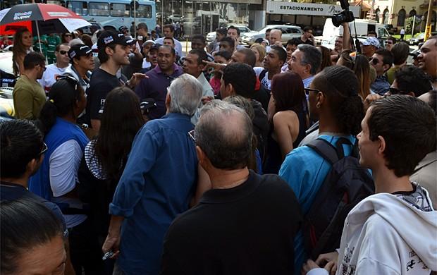 Átila Abreu atende aos fãs em Ribeirão Preto (Foto: Cleber Akamine/Globoesporte.com)