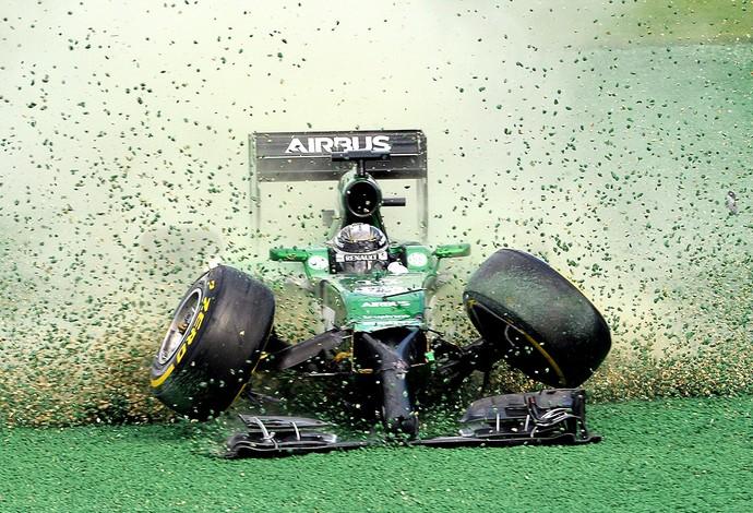 Kobayashi acidente GP Austrália (Foto: AFP)