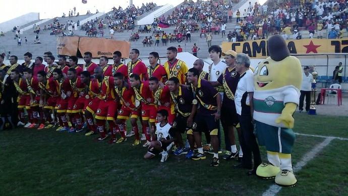 Globo FC recebe faixas de campeão do primeiro turno do Campeonato Potiguar (Foto: Alan Oliveira/Divulgação)