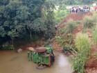 Agricultor morre após colheitadeira capotar e cair em rio no Paraná