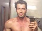 Ex-BBB Roni responde críticas ao corpo com foto sem camisa: 'De boas'