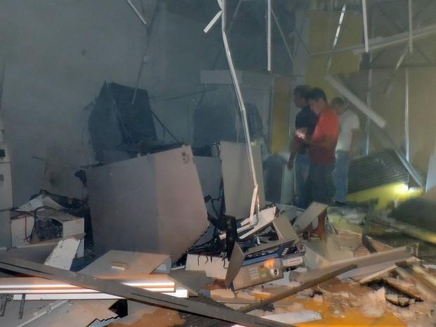 Agência foi danificada com o impacto da explosão em Olho d'Água das Cunhãs (MA) (Foto: Antônio Filho/Mirante AM)