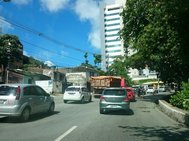 rânsito ficou congestionado na Ladeira Geraldo Melo (Foto: Cau Rodrigues/G1)