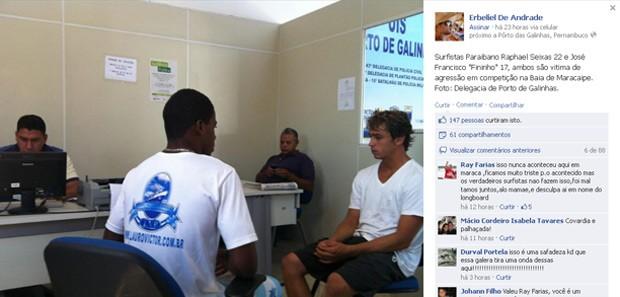Foto dos surfistas prestando depoimento na Delegacia de Porto de Galinhas teve mais de 60 compartilhamentos até o final da manhã desta segunda (Foto: Reprodução / Facebook)