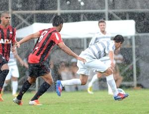 Elivelton, volante do Atlético-PR, Contra o JMalucelli (Foto: Site oficial do Atlético-PR/Divulgação)