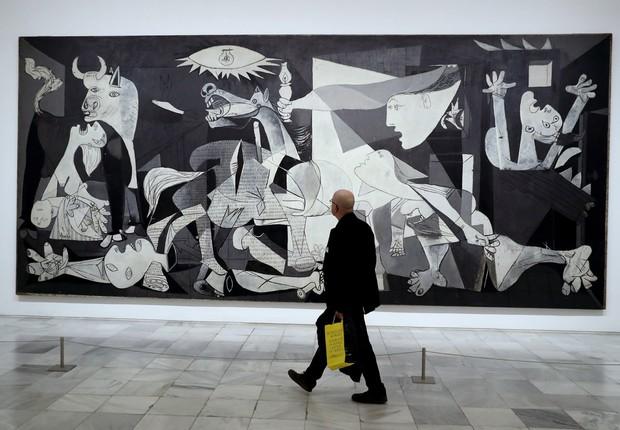 O quadro Guernica, do pintor espanhol Pablo Picasso, completa 80 anos com exposição  no Museu Rainha Sofia (Foto: Chema Moya/EFE)
