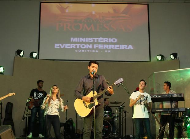 Na sequência, foi a vez do Ministério Everton Ferreira, de Curitiba (Foto: Rafael Veraldo/ RPC)