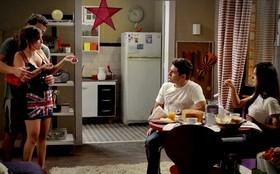 Roni e Suelen sentem ciúmes de Leandro ao vê-lo com Beverly