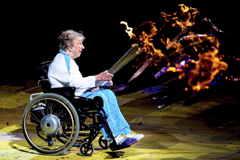 Margaret Maughan, medalha de ouro no tiro com arco nos primeiros Jogos Paralímpicos, em Roma (1960), participou da cerimônia de abertura da Paralimpíada de Londres  (Foto: Buda Mendes/GettyImages)