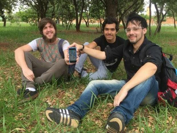 Os amigos Adarley Grando, Vinícius Magalhães e Fábio Rezende, criadores do aplicativo (Foto: Marianna Holanda/G1)