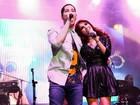 Christian Chavez e Dulce María, ex-integrantes do RBD, cantam juntos