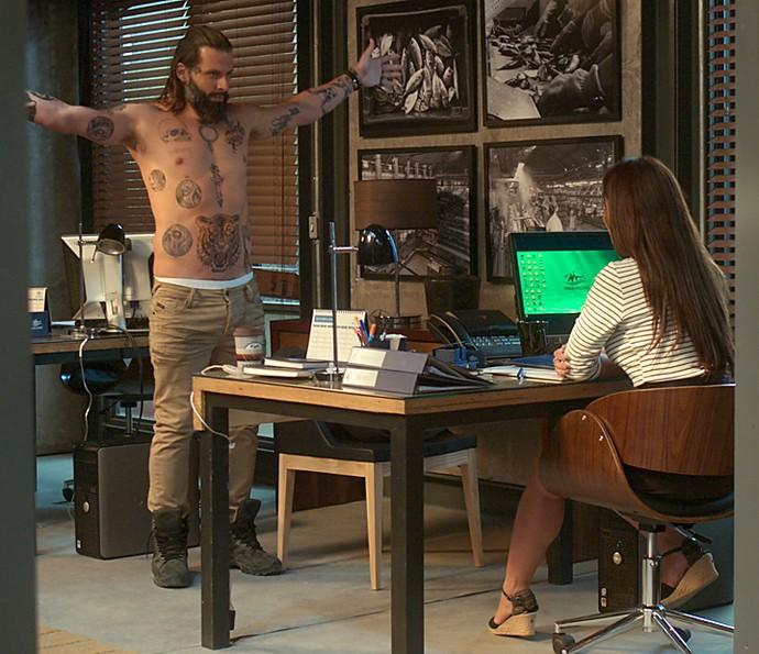 Ralf se exibe para tentar seduzir Hirô (Foto: TV Globo)