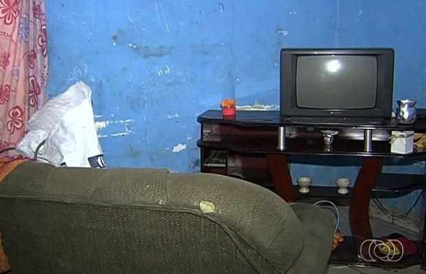 Criminosos invadiram casas e mataram vítimas em Aparecida de Goiânia, Goiás (Foto: Reprodução/ TV Anhanguera)