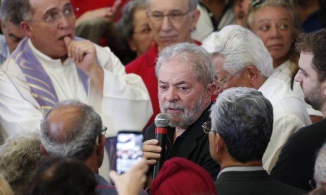 Lula no velório da mulher (Foto: Edilson Dantas / O Globo)