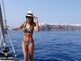 Ticiane Pinheiro mostra cintura fininha durante passeio na Grécia