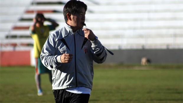 Sérgio Tanaka, técnico do Botafogo e filhos (Foto: Cleber Akamine / Globoesporte.com)