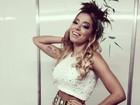 Anitta faz show de carnaval em Ouro Preto usando shortinho e top