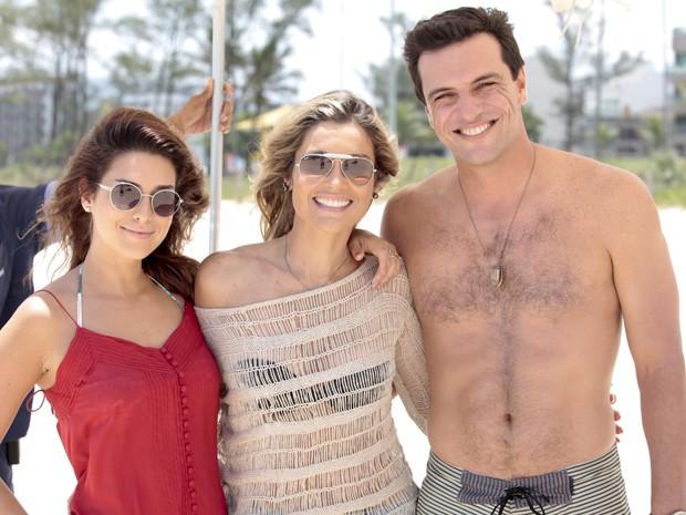 Lombardi, Flávia Alesandra e Fê Paes Leme posam durante gravação (Foto: Salve Jorge/TV Globo)