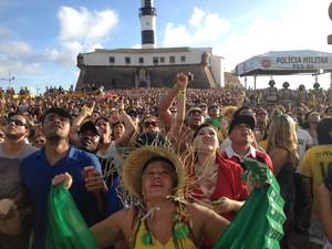 22ea065644 G1 - Torcida faz festa no Pelô e na Barra mesmo com empate do Brasil ...