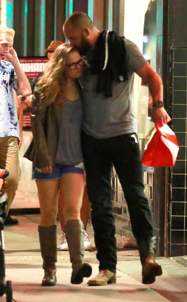 BLOG: Site publica primeira foto de Ronda Rousey e Travis Browne juntos