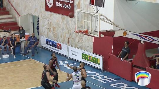 Pedro lamenta vacilo do São José no 3º quarto em derrota para Flamengo