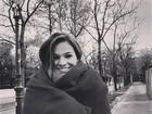 Que frio! Bruna Marquezine se protege em Viena