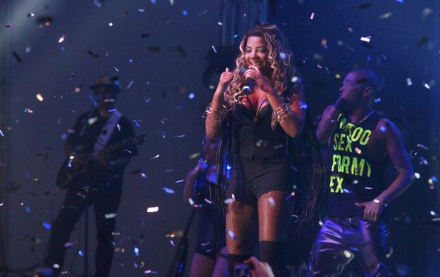 Mc Ludmilla em show na Zona Oeste do Rio (Foto: Isac Luz/ EGO)