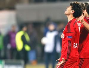 Son Heung-min comemora gol do Bayer Leverkusen contra o Zenit