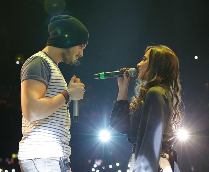 Barbara Dias canta pela primeira vez ao lado de Luan Santana (Foto: Artur Meninea/TV Globo)