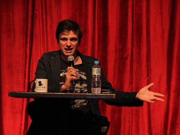 Reiner Tenente fala sobre a formação de ator do teatro musical (Foto: Nathalia Fernandes)