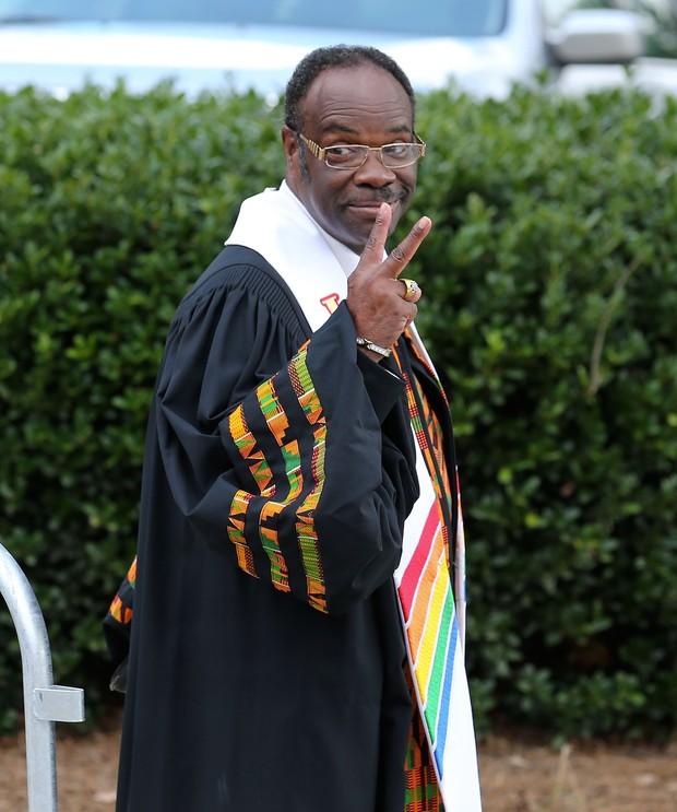 Cal Murrell, pastor que comanda a cerimônia de Bobbi Kristina (Foto: Mike Zarrili/Getty Images/AFP)
