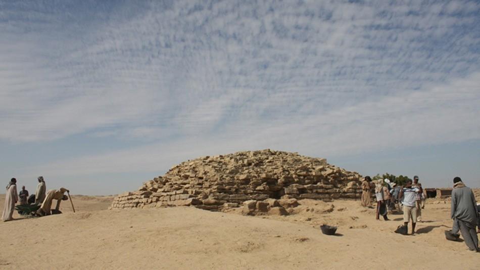 Pirâmide tinha pouco mais de 13 metros de altura (Foto: Universidade de Chicago)