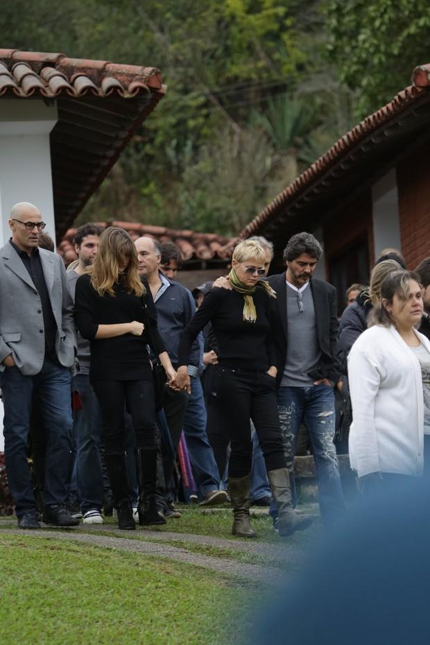 Solange, Sasha, Xuxa e Junno no velório de Cirano Rojabaglia (Foto: Delson Silva / Agnews)