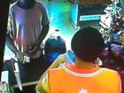 Ladrão usa 'peixeira' para ameaçar balconista durante roubo no DF; vídeo