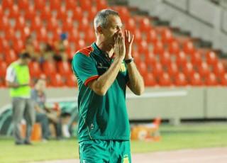 Lisca treinador do Sampaio em jogo contra o Vila Nova - no Estádio Castelão (Foto: Biné Morais/O Estado)