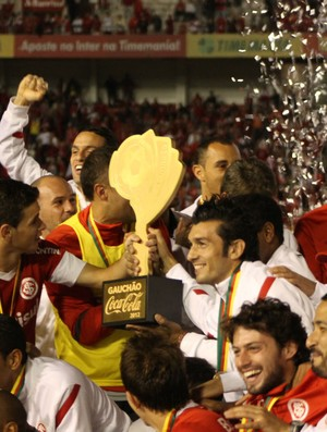 Inter comemora o título de campeão gaúcho (Foto: Diego Guichard/GLOBOESPORTE.COM)