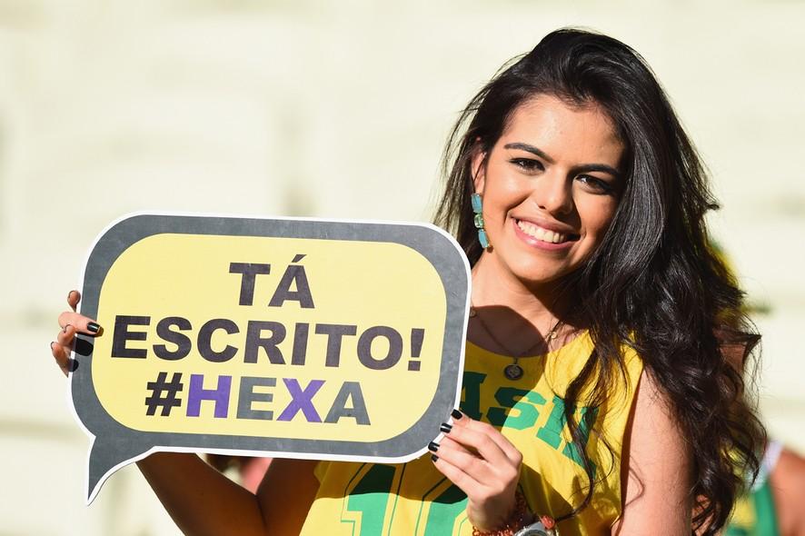 Para esta bela torcedora, o hexa do Brasil já está garantido!