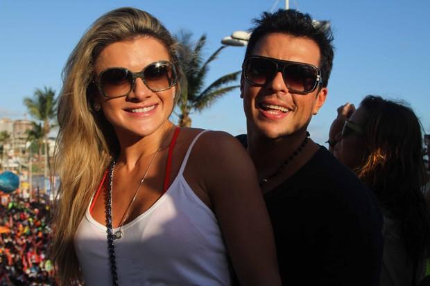Mirella Santos e Ceará no trio de Ivete (Foto: Thiago Duran/AgNews)