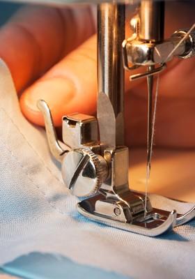 costura moda máquina agulha linha tecido roupa costureira  (Foto: shutterstock)
