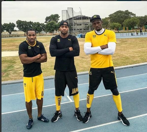 Usain Bolt e colegas de treino com cara de poucos amigos no Rio de Janeiro (Foto: Reprodução/ Twitter)