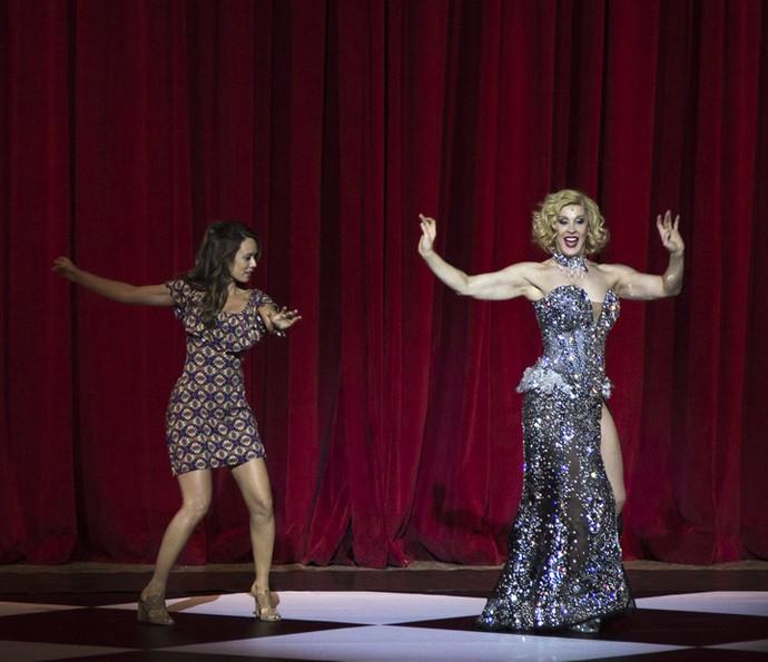 Tancinha se joga na dança ao lado de Claudia (Foto: Isabella Pinheiro/Gshow)