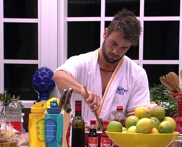 Rafael Cozinhando 14 (Foto: BBB/Gshow)