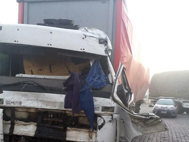Caminhão, eletrônicos, acidente, BR-381, Campanha (Foto: Polícia Rodoviária Federal)