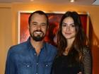 Paulo Vilhena vai ao teatro com a mulher Thaila Ayala