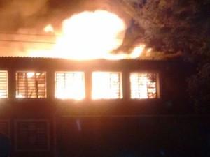 Fogo consumiu parte de escola de Guaíba à noite (Foto: Divulgação/Brigada Militar)