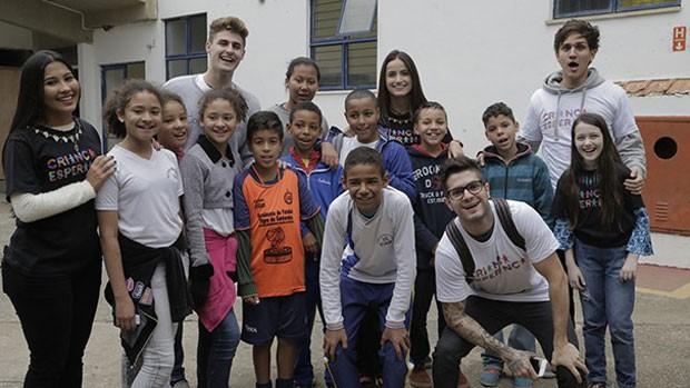 Influenciadores digitais em visita do Criança Esperança (divulgação)