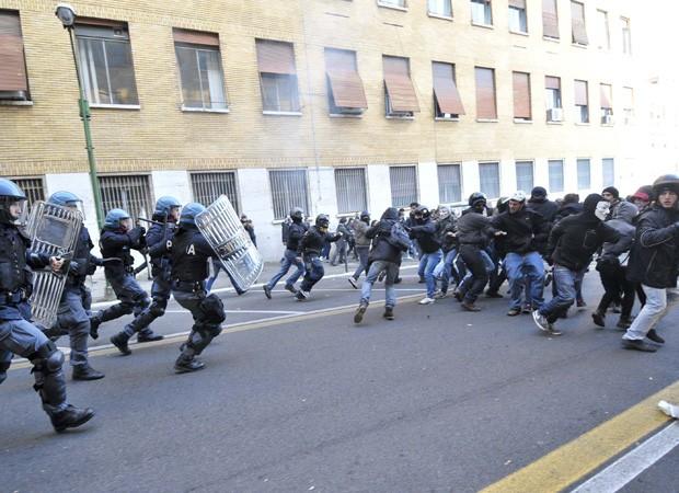 Itália protestos (Foto: Daniele Leone, Lapresse/AP)