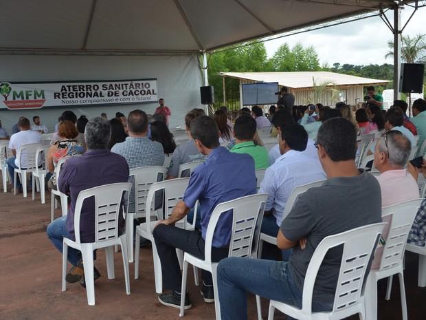 Na inauguração do aterro foi informado que o local pode receber até 380 toneladas de lixo por dia, durante 38 anos. (Foto: Magda Oliveira/G1)